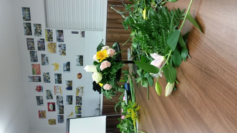 flower_arranging_at_the_hub_(7)